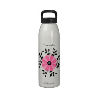 Flor rosada y negra con monograma de moda con nomb botella de beber