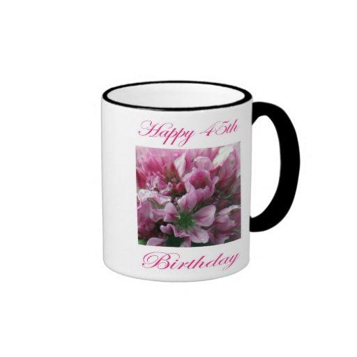 Flor rosada y verde del 45.o cumpleaños feliz taza de café