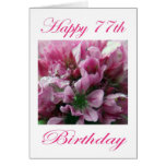 Flor rosada y verde del 77.o cumpleaños feliz tarjeton