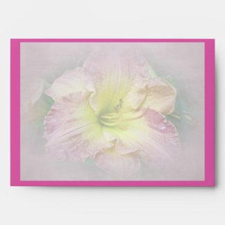 Flor rosado de lujo del Daylily Sobre