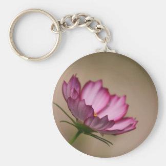 Flor rosado del picote del cosmos llavero redondo tipo pin