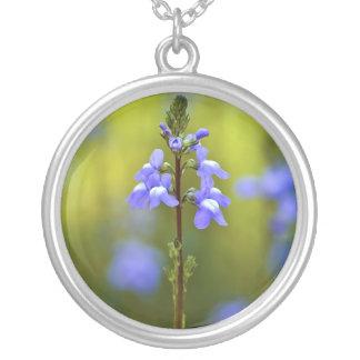 Flor salvaje púrpura colgante redondo