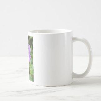 Flor salvaje púrpura taza