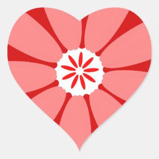 Flor salvaje roja pegatina en forma de corazón