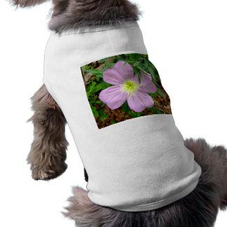 Flor salvaje rosada de la onagra playera sin mangas para perro