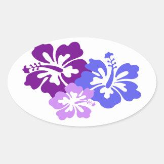 Flor tópica del hibisco en azul, púrpura y lila pegatina ovalada