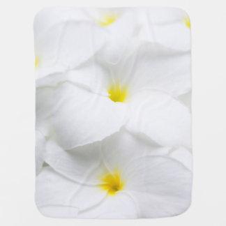 Flor tropical hawaiana del Frangipani blanco del Mantita Para Bebé