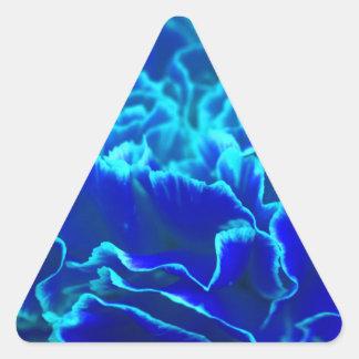 Flor vibrante del clavel del azul y del trullo pegatina triangular
