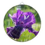Flor violeta del iris tablero dardos