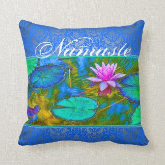 Flor y damasco de Lotus de la yoga de Namaste Cojín Decorativo