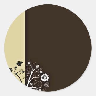 Flor y mariposas blancos y negros pegatinas redondas