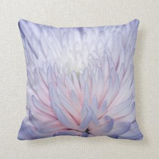 Flor y pétalos texturizados dalia cojines