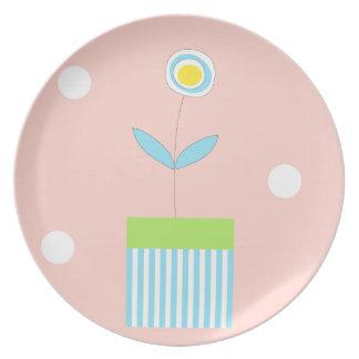 Flor y placa en colores pastel simples de los punt plato de comida