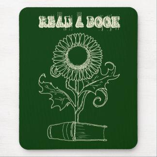 Flor y un libro tapete de ratones