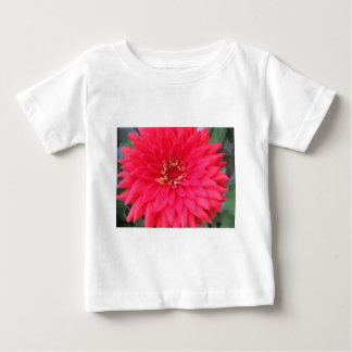 flor, zinnia rosado oscuro camisetas