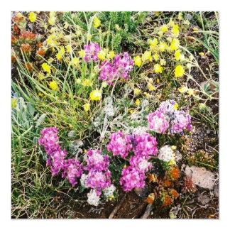 """Flora alpina de los Wildflowers Invitación 5.25"""" X 5.25"""""""