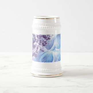 Flora púrpura y azul del invierno etéreo jarra de cerveza