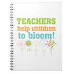 Floración de los niños de la ayuda de los profesor cuaderno