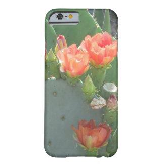 Floración del rojo del verde del cactus del higo funda para iPhone 6 barely there