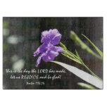 Floración púrpura floral con el verso de la tablas para cortar