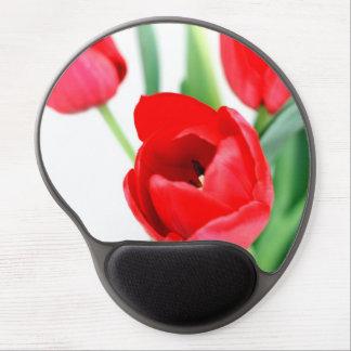 Floración roja de los tulipanes alfombrilla gel