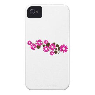 Floración rosada de la margarita Case-Mate iPhone 4 carcasa