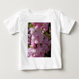 Floración rosada t shirts