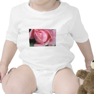 Floración subió traje de bebé