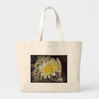 Floraciones amarillas del cactus bolsa