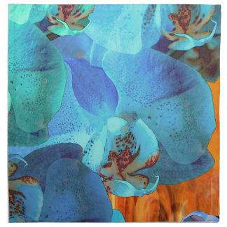 Floraciones azules brillantes de la cascada de la servilleta imprimida