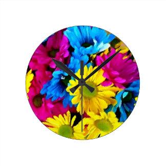 Floraciones coloridas de la margarita de los pétal reloj