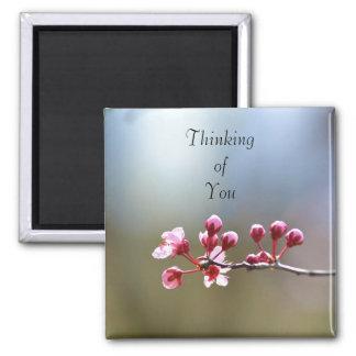 Floraciones de la primavera que piensan en usted imán cuadrado