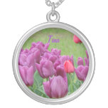 Floraciones hermosas de las flores púrpuras de los pendiente personalizado