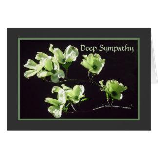 Floraciones profundas del Dogwood de la tarjeta de