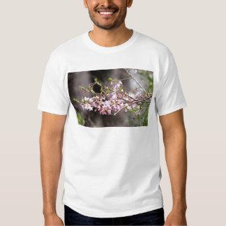 Floraciones púrpuras playera