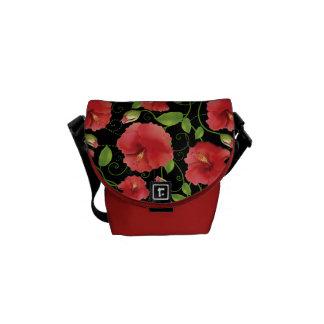 Floraciones rojas coloridas del hibisco en negro bolsa de mensajeria