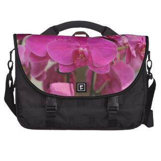 Floraciones rosadas de la orquídea bolsas para ordenador