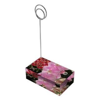 Floraciones rosadas de la orquídea soportes de tarjeta de mesa