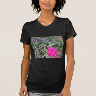 Floraciones rosadas y púrpuras camisetas