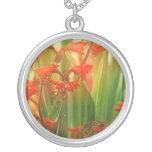 Floraciones suaves del verano colgantes personalizados