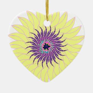 Floral amarillo púrpura lavendar de la flor adorno de cerámica en forma de corazón