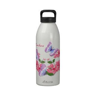 Floral atractivo y mariposas botella de beber