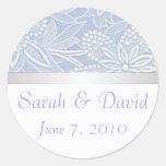 Floral azul claro de los pegatinas del boda etiquetas redondas