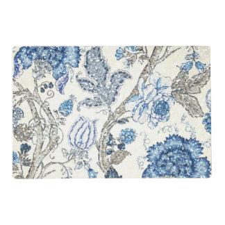 Floral azul reluciente en blanco puro salvamanteles