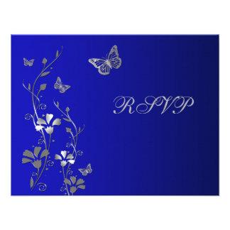 Floral azul y de plata con la tarjeta de contestac invitación