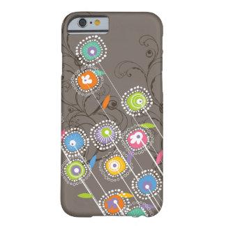 Floral colorido caprichoso del jardín de flores funda de iPhone 6 barely there