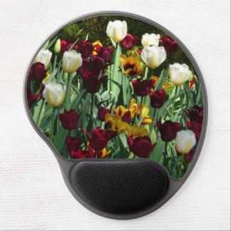 Floral colorido de los tulipanes marrón y alfombrillas con gel