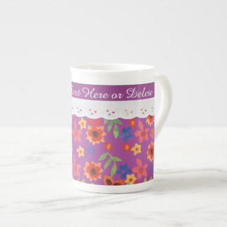 Floral de encargo en la taza magenta, falsa de taza de porcelana