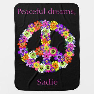 Floral del signo de la paz personalizado en negro mantitas para bebé