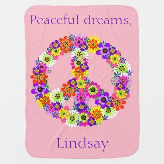 Floral del signo de la paz personalizado en rosa manta de bebé